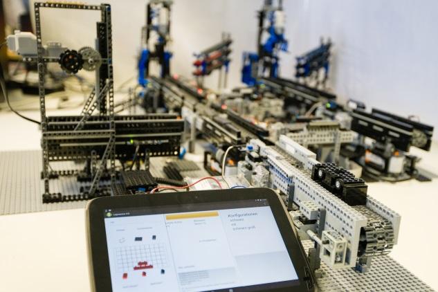 Übersichtsbild der Industrie-4.0-Autoproduktion